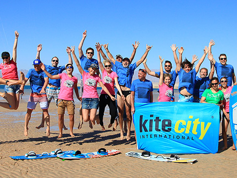 Kitecityevent-Team spring am Strand